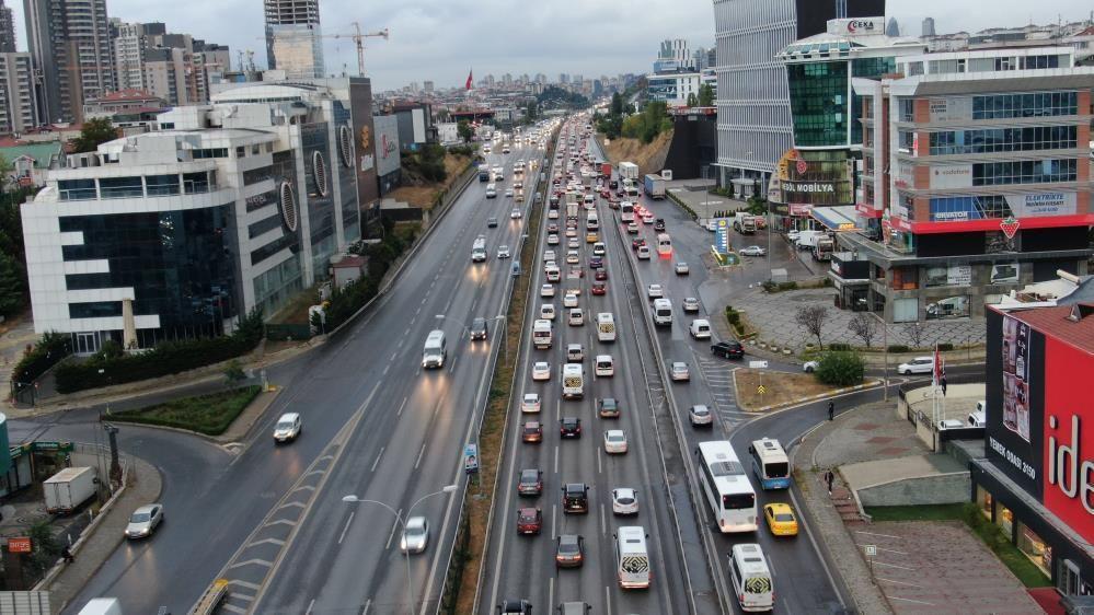 İstanbul'da yağışlar trafiği vurdu, yoğunluk yüzde 60'a yaklaştı - Sayfa 4