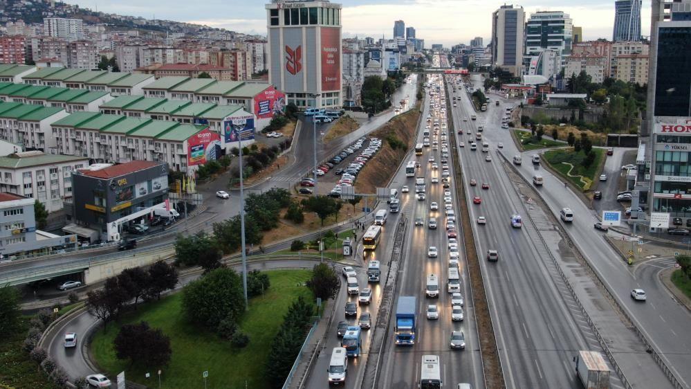 İstanbul'da yağışlar trafiği vurdu, yoğunluk yüzde 60'a yaklaştı - Sayfa 3