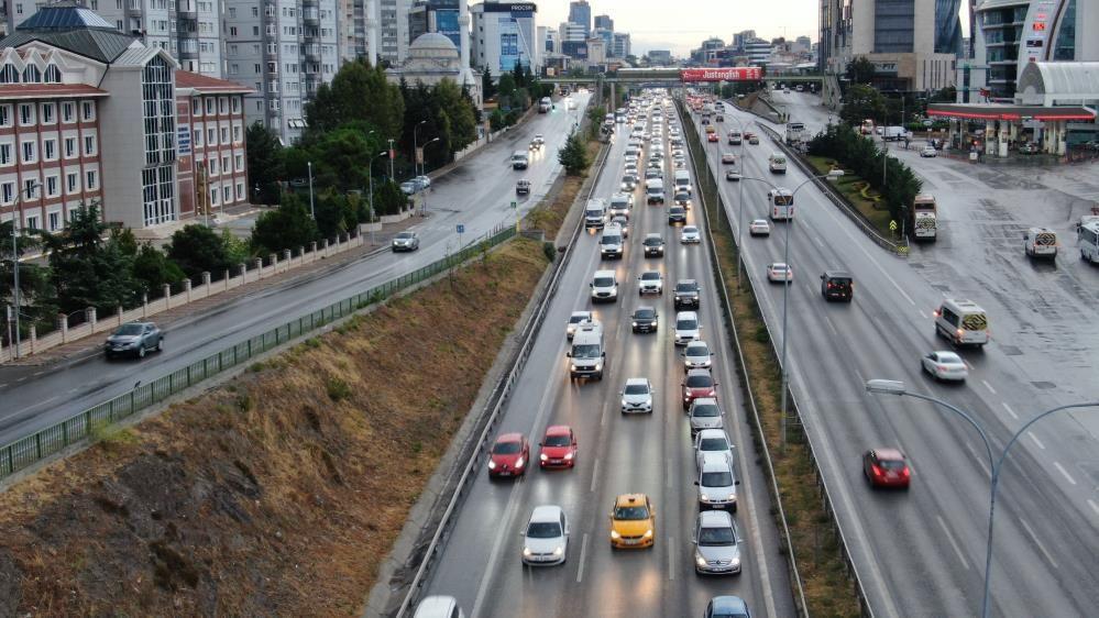 İstanbul'da yağışlar trafiği vurdu, yoğunluk yüzde 60'a yaklaştı - Sayfa 1