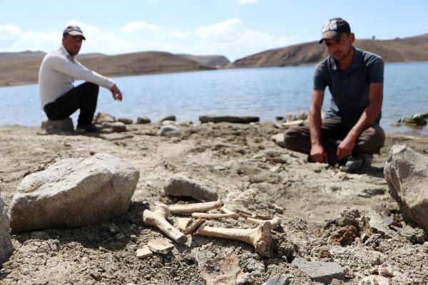 Palandöken Barajı'nın suları çekildi; mezarlar gün yüzüne çıktı - Sayfa 2