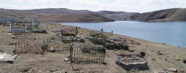 Palandöken Barajı'nın suları çekildi; mezarlar gün yüzüne çıktı - Sayfa 3