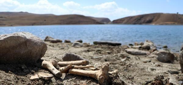 Palandöken Barajı'nın suları çekildi; mezarlar gün yüzüne çıktı - Sayfa 4
