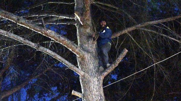 Türbülansa kapılıp, ağaca iniş yapan yamaç paraşütçüsünü itfaiye kurtardı - Sayfa 4
