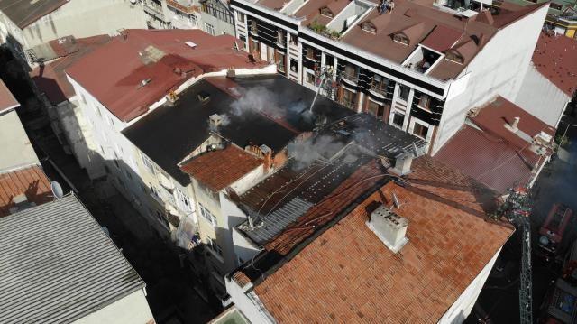 Alevler tüm çatıyı sardı! Yangında 100 güvercin telef oldu - Sayfa 3