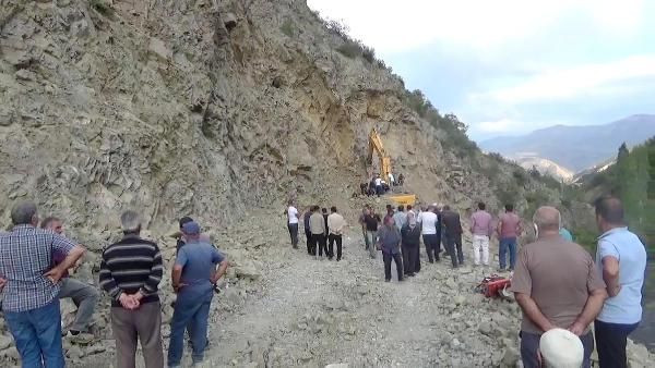 Yol çalışmasında kayaların altında kalan operatör öldü - Sayfa 3