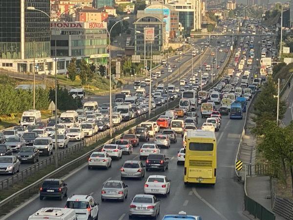 İstanbul'da trafik mesaisi erken başladı - Sayfa 2