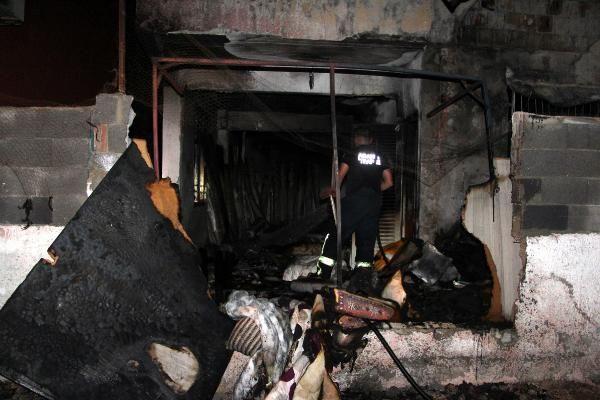 Benzin döktükleri evi ateşe verdiler - Sayfa 1