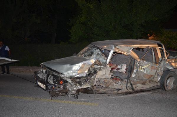 Kamyonet ile hafif ticari araç çarpıştı: 1 ölü, 2 yaralı - Sayfa 1