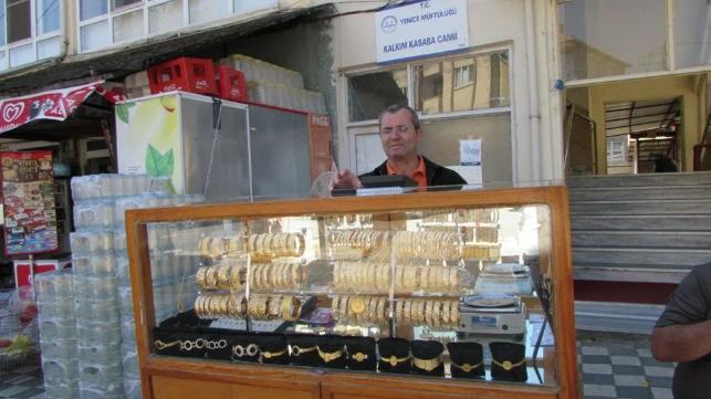 40 yıldır simit satar gibi altın satıyor! Baba mesleğini sürdürüyor - Sayfa 2