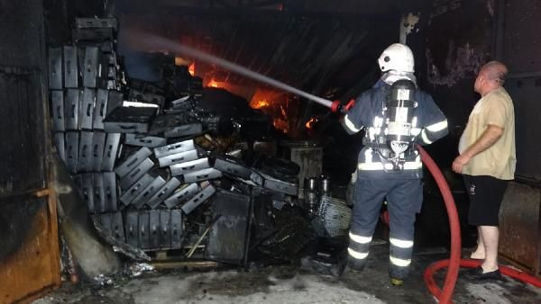 Mangal kömürü deposu alev alev yandı - Sayfa 2