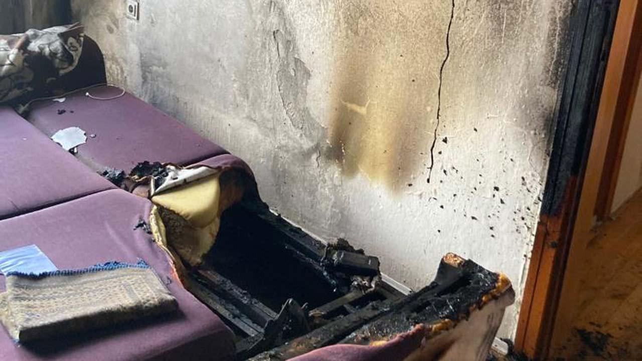 Şarja takılı bırakılan powerbank patladı daire kullanılamaz hale geldi
