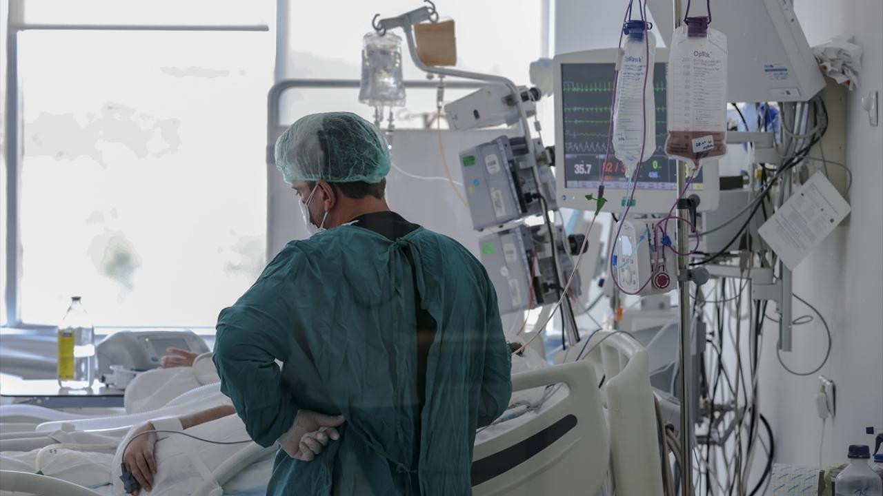 Doç. Dr. Duran Tok: Covid-19'a karşı gelişen antikorlar, kansere zarar verebiliyor