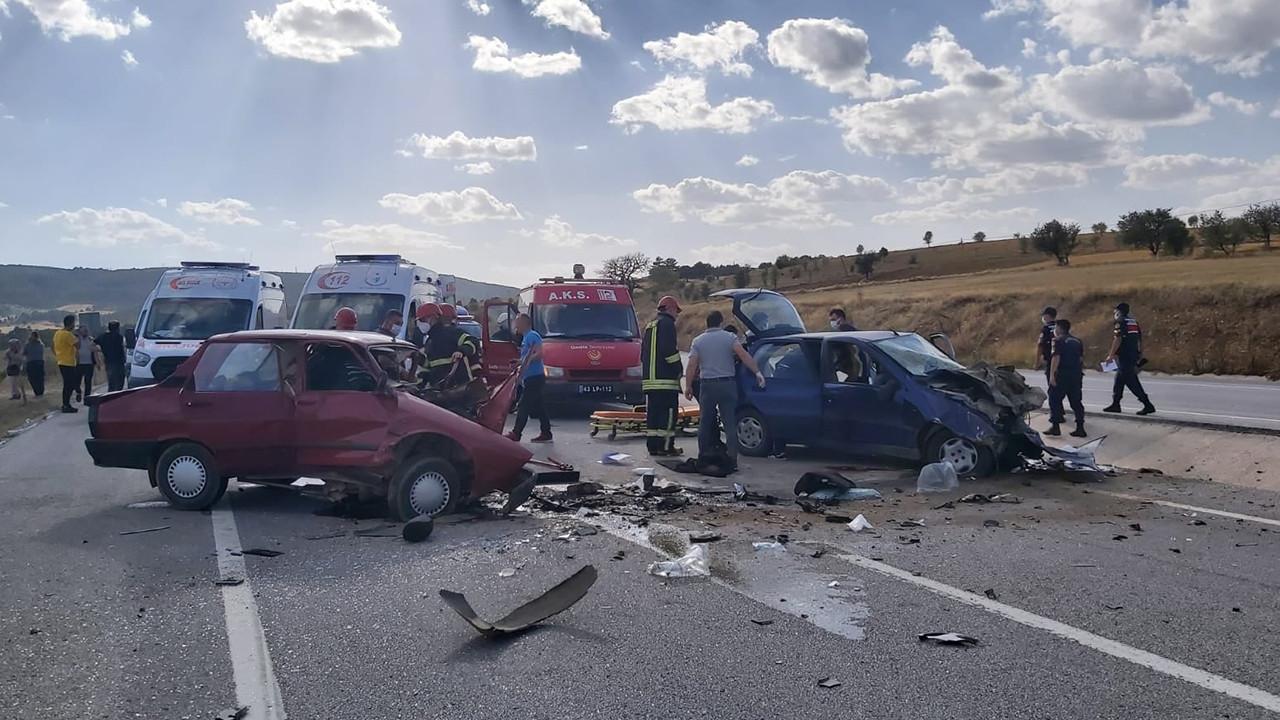 Kütahya'da iki otomobil çarpıştı: 2 ölü, 2 yaralı