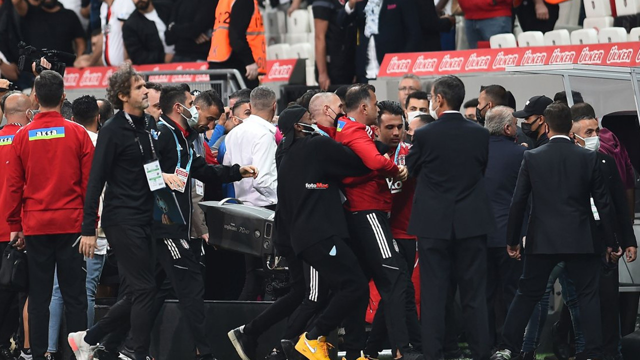 Mario Balotelli'den, Sergen Yalçın'a hareket