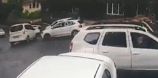 Önünü kestiği otomobilin sürücüsüne kurşun yağdırdı - Sayfa 1