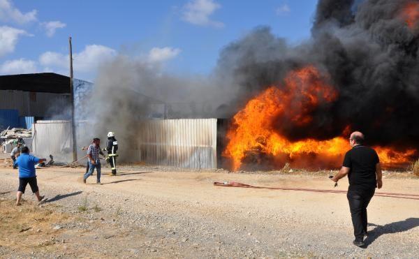 Antalya'da geri dönüşüm deposunda yangın - Sayfa 1
