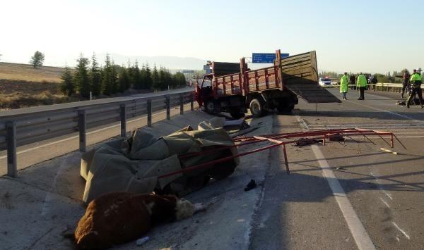 Afyonkarahisar'da otomobil ile kamyonet çarpıştı: 3 ölü, 1 yaralı - Sayfa 2