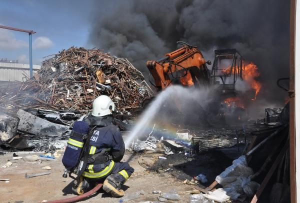 Antalya'da geri dönüşüm deposunda yangın - Sayfa 3