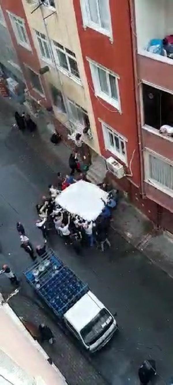Esenler'de can pazarı; Mahalle sakinlerinin açtığı çarşafa atladılar - Sayfa 2