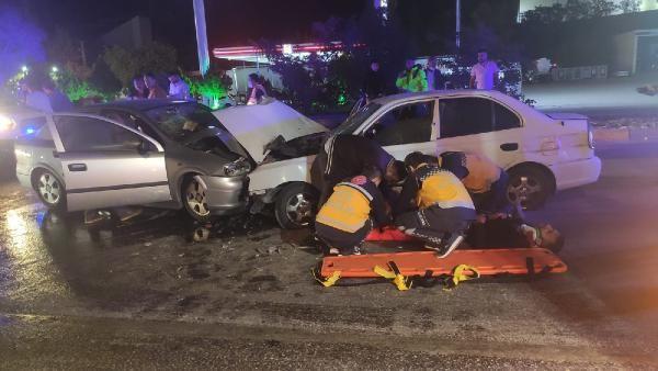 Kırıkkale'de iki otomobil kafa kafaya çarpıştı: 3'ü ağır 4 yaralı - Sayfa 1