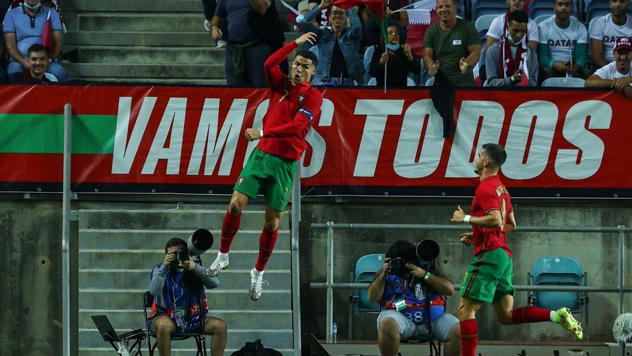 Ronaldo tarihe geçti, Portekiz farka koştu