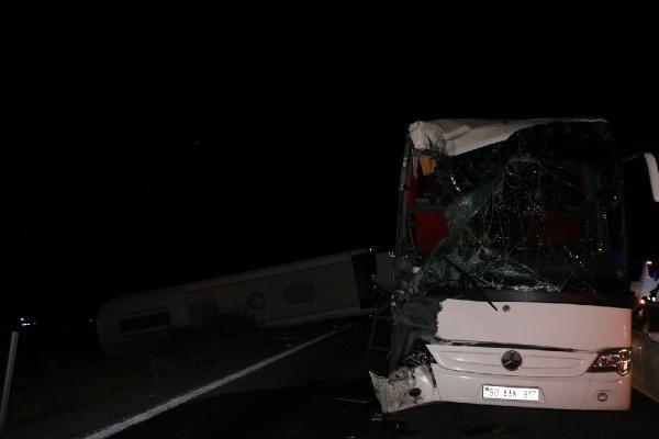 Öğrencileri taşıyan otobüsler kaza yaptı! Yaralı sayısı 40'a yükseldi - Sayfa 1