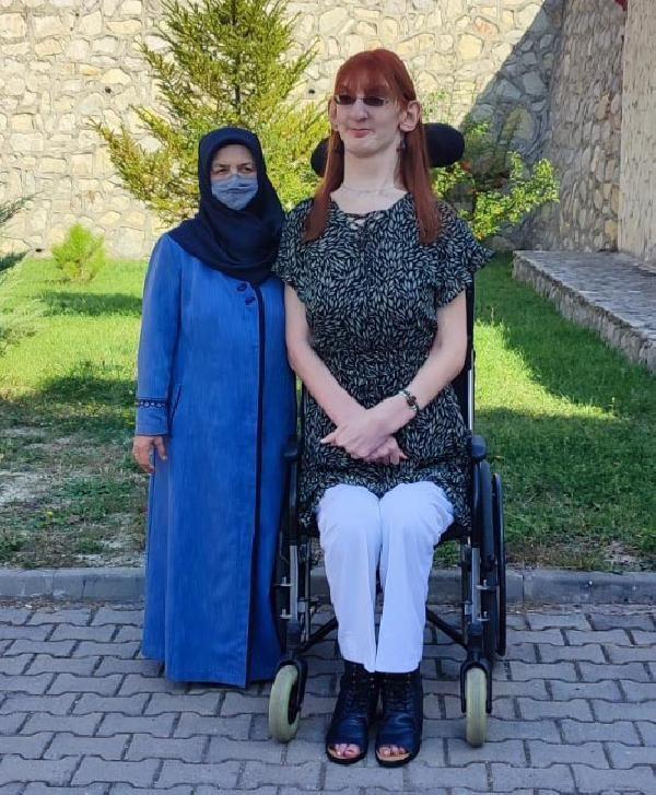 Dünyanın en uzun kadını Rumeysa: Farklı olmak kötü bir şey değil - Sayfa 1