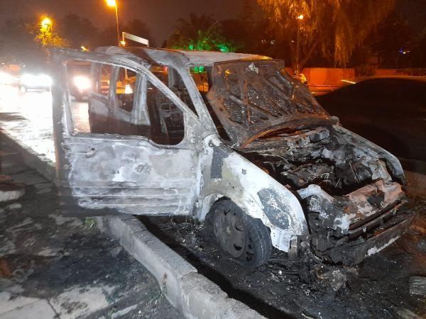 Bahçelievler'de hafif ticari araç alev alev yandı - Sayfa 3