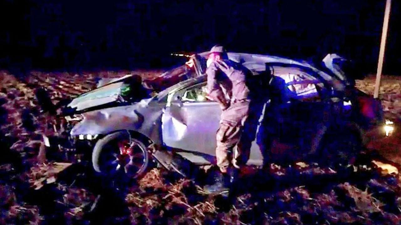 Otomobil tarlaya uçtu; 4 kişi ağır yaralandı