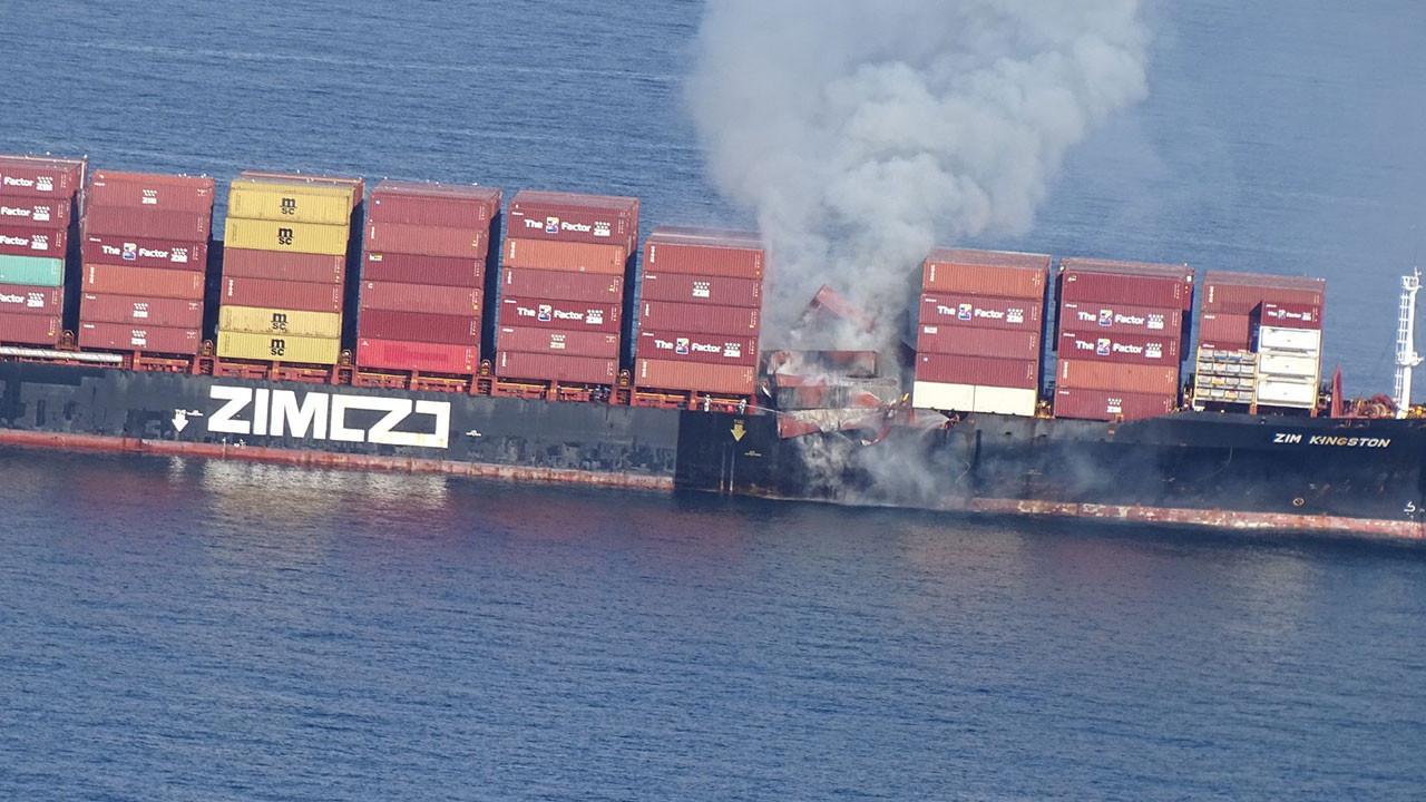 Kanada açıklarında konteyner gemisinde yangın