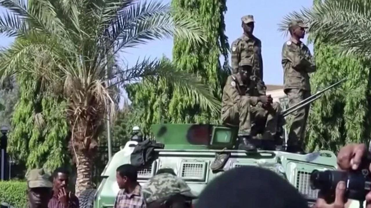 Sudan'da yeni bir darbe girişimi: Başbakan Hamduk ev hapsinde tutuluyor