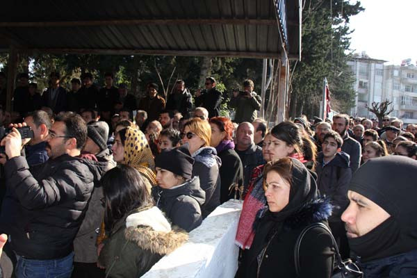 Ukrayna'da vahşice katledilen Buket Yıldız'ın cenazesi defnedildi - Sayfa 4