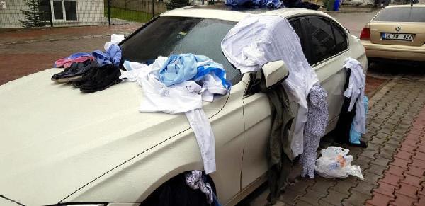 Eve gelmeyen eşinin kıyafetlerini otomobile bağlayıp not yazdı - Sayfa 4