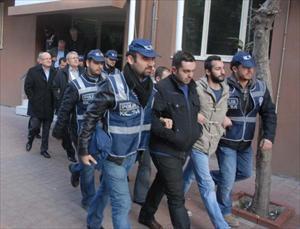 İzmir'de Gümrük Müdürü Ve Rüşvet Zanlıları Adliyede