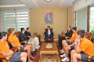 Güzeloğlu Mersin Büyükşehir Belediyespor Yöneticilerini Ve Sporcularını Kabul Etti
