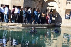 Balıklıgöl'e dalıp suyun altındaki Urfa'yı fotoğrafladılar