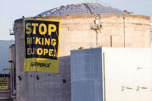 Greenpeace eylemcileri santralden çıktı