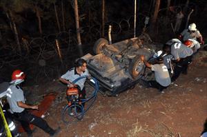 TIR otomobili biçti: 2 ölü, 4 yaralı