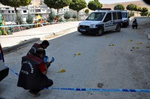 Silahlı çatışmada parkta oynayan 3 çocuk yaralandı