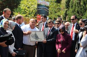 Başbakan Şeyh Edebali'nin türbesinde