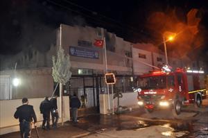 Kaçak göçmenler binayı yine ateşe verdi