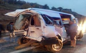 Kamyon yolcu minibüsüne çarptı: 3 ölü, 5 yaralı