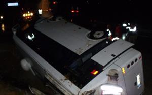 Servis minibüsü devrildi: 22 yaralı