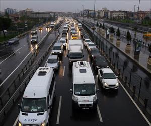 İstanbul'da kazalar trafiği kilitledi