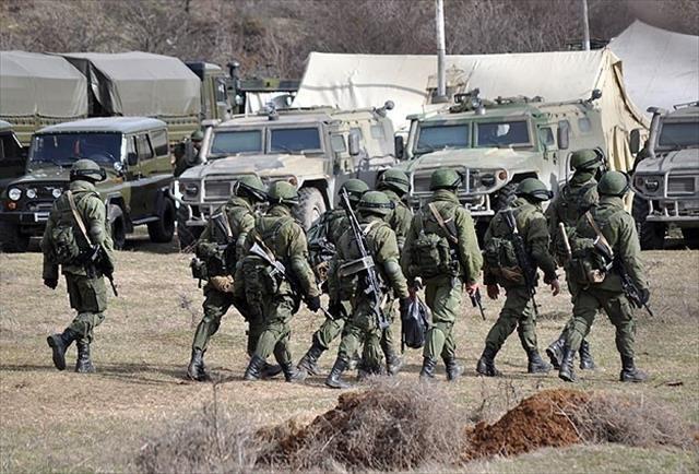 Rus askerleri Ukrayna'ya giriyor iddiası