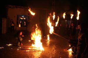 Protestocular az daha yanıyordu