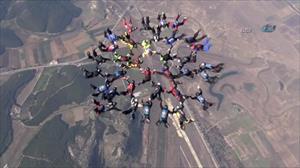 Türk paraşütçüler havada rekor kırdı