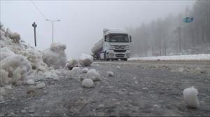 Bolu Dağı'nda kar esareti