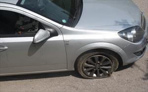19 aracın lastiğini kestiler
