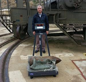 Seyit Onbaşı'nın sırtladığı top mermisi kaç kiloydu ?
